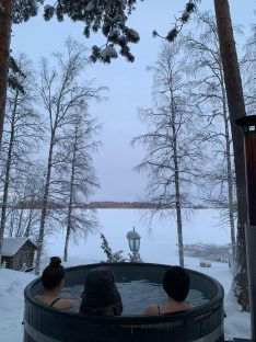 Hot tub by the lake